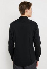 CELIO - MASANTAL - Business skjorter - noir - 2