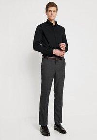 CELIO - MASANTAL - Business skjorter - noir - 1