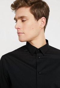 CELIO - MASANTAL - Business skjorter - noir - 3