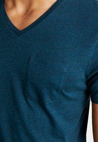 CELIO - T-shirt basique - green melange - 4