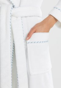 Calida - AFTER SHOWER - Dressing gown - weiß - 3