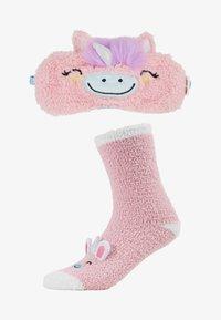 Chelsea Peers - UNICORN FLUFFY EYE MASK SET - Ponožky - pink - 1