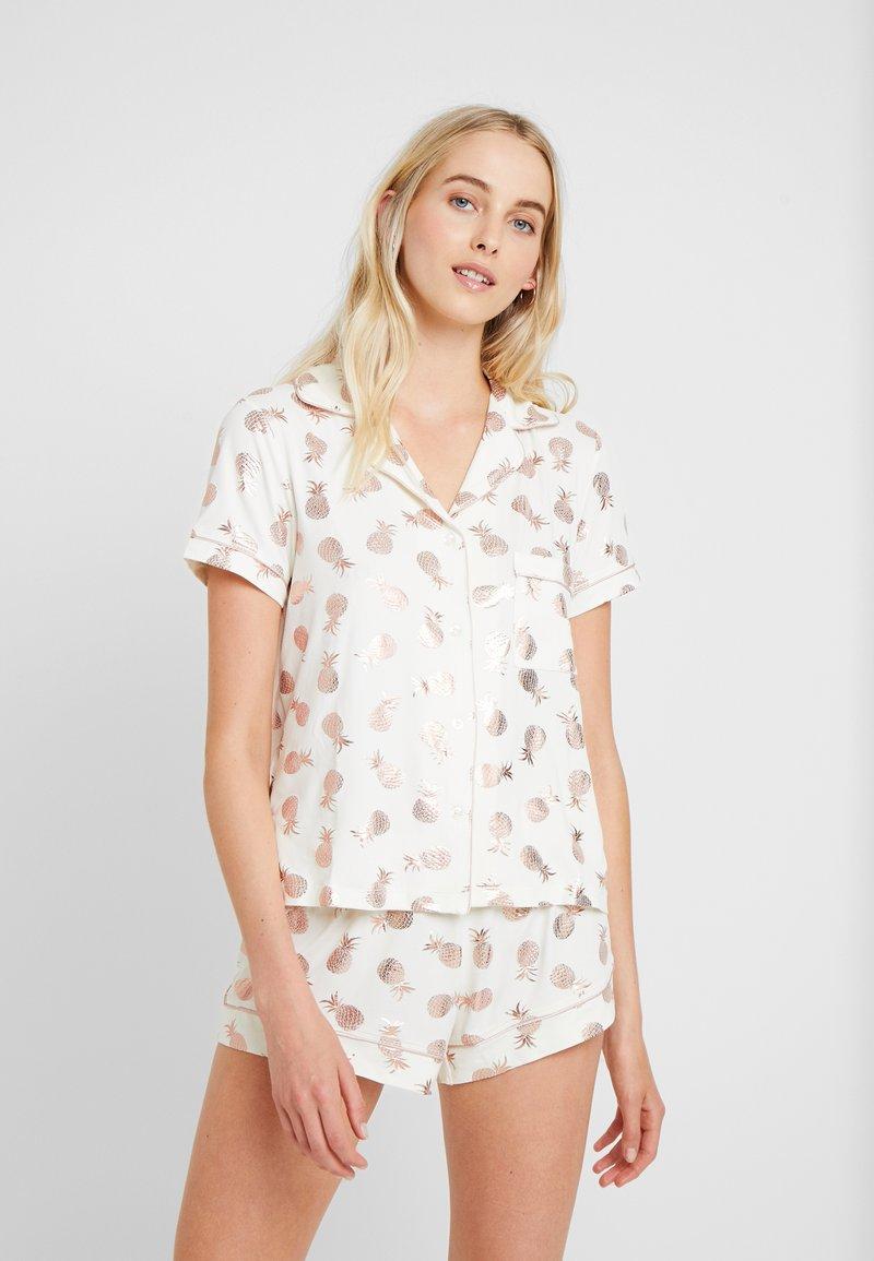 Chelsea Peers - FOIL PINEAAPLE SHORT SET - Pyjama - white/rose gold