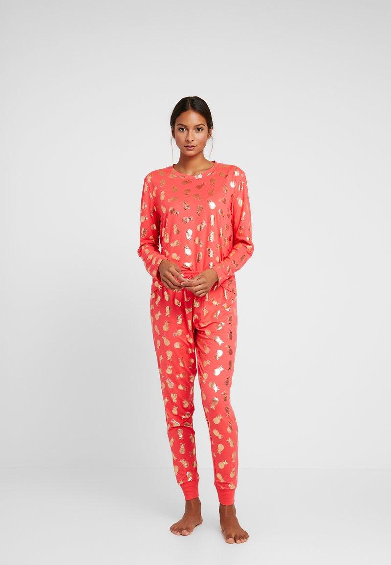 Chelsea Peers - PINEAPPLE LONG SET - Pyžamová sada - red/gold