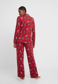 Chelsea Peers - TARTAN SCOTTY DOG LONG SET - Pyžamová sada - burgandy - 2