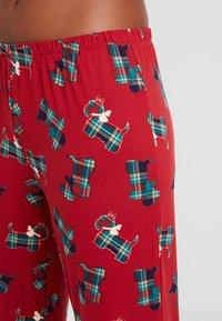 Chelsea Peers - TARTAN SCOTTY DOG LONG SET - Pyžamová sada - burgandy - 5