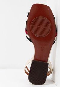 Chie Mihara - TIMAI - Sandals - rojo/freya leche/shaddai oro - 6