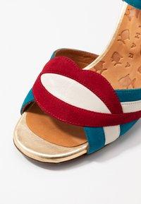 Chie Mihara - BATILO - Sandály na vysokém podpatku - rojo/freya leche/blue/shaddai oro - 2