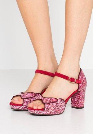 NELU - Sandály na vysokém podpatku - dias cherry/zeus rojo