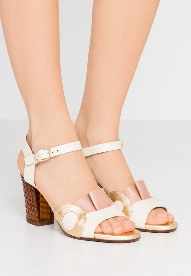 KAELA - Korolliset sandaalit - jansen leche/goya nude/shaddai oro