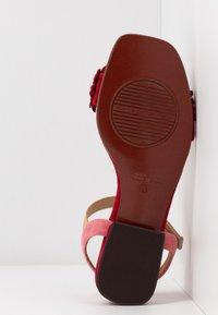 Chie Mihara - TALIS - Sandals - rojo/cherry/peach - 6