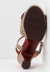 Chie Mihara - EKUNE - High heeled sandals - natur/rojo - 6