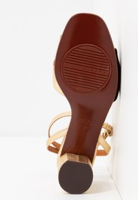 Chie Mihara - LUCANO - Sandals - leche/oro - 6