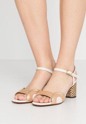 LOSMA - Sandals - leche/peach/oro/natur