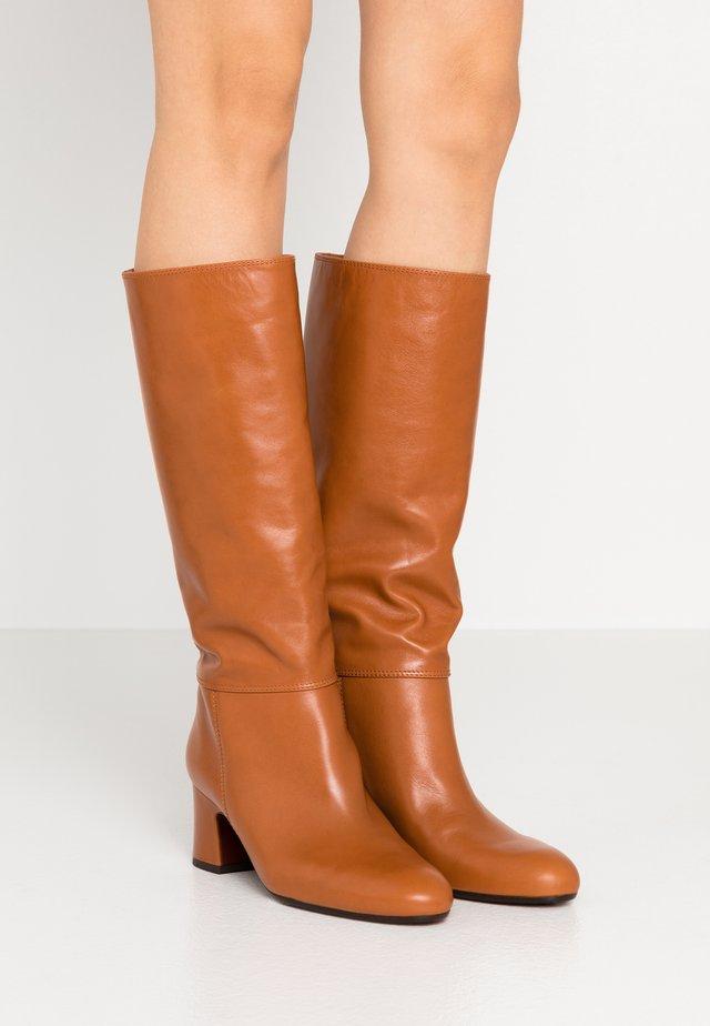 NENIS - Boots - troka cognac