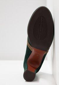 Chie Mihara - JOLY - Plateaupumps - alga/ gloss bronce - 6