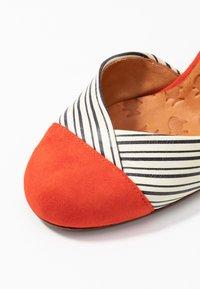 Chie Mihara - UCIEL - Classic heels - russo/salvia - 2