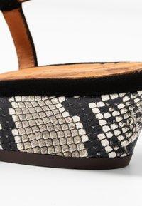 Chie Mihara - Classic heels - natur - 2