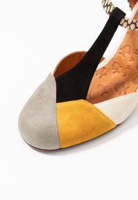 Chie Mihara - URIT - Klasické lodičky - cement/zeus ocre/jansen leche/kassy natur - 2