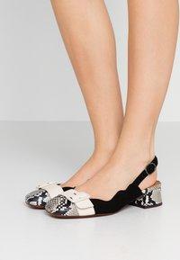 Chie Mihara - PERLA - Classic heels - mambo nutur/barna leche - 0