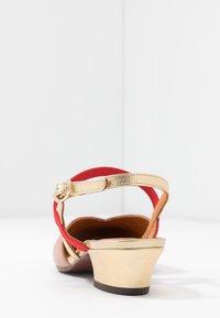 Chie Mihara - ROMANE - Classic heels - nude/humo/oro/rojo - 5