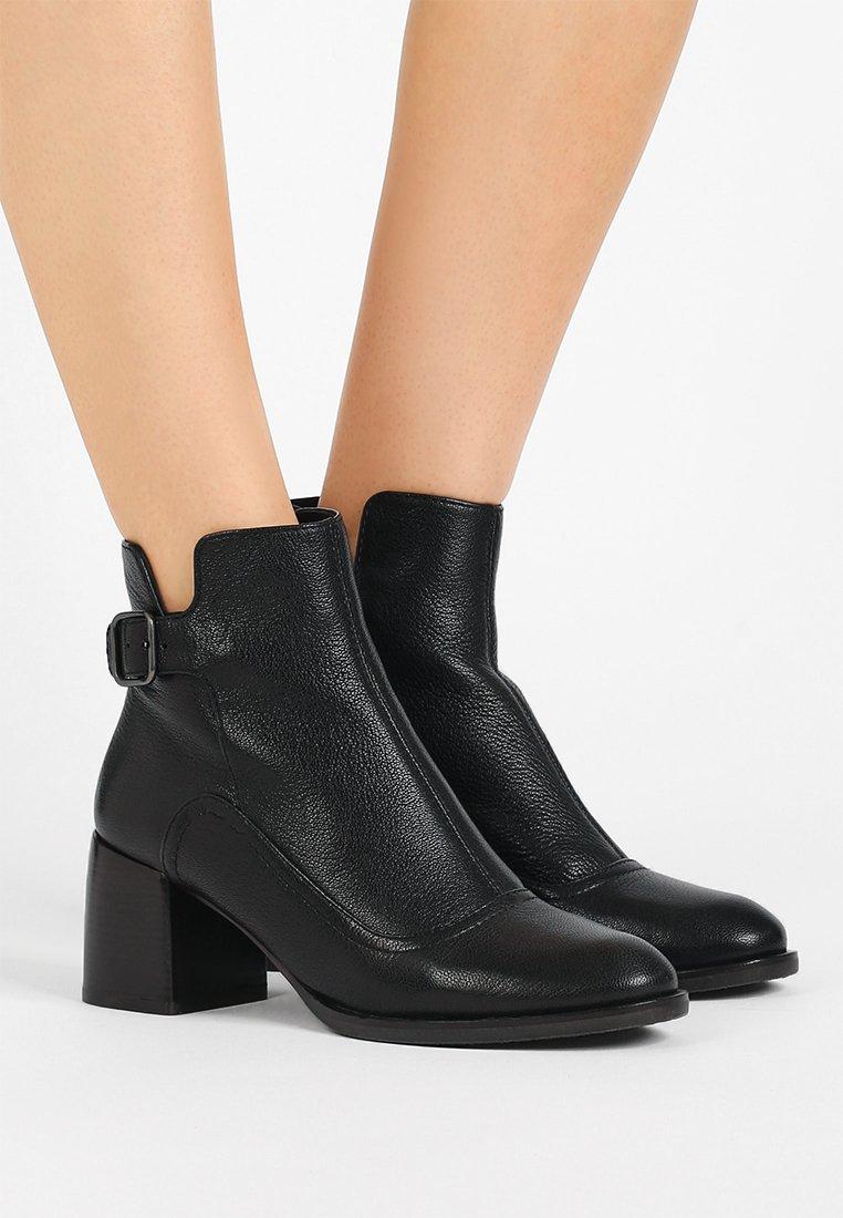 Chie Mihara - OMAY - Boots à talons - arles