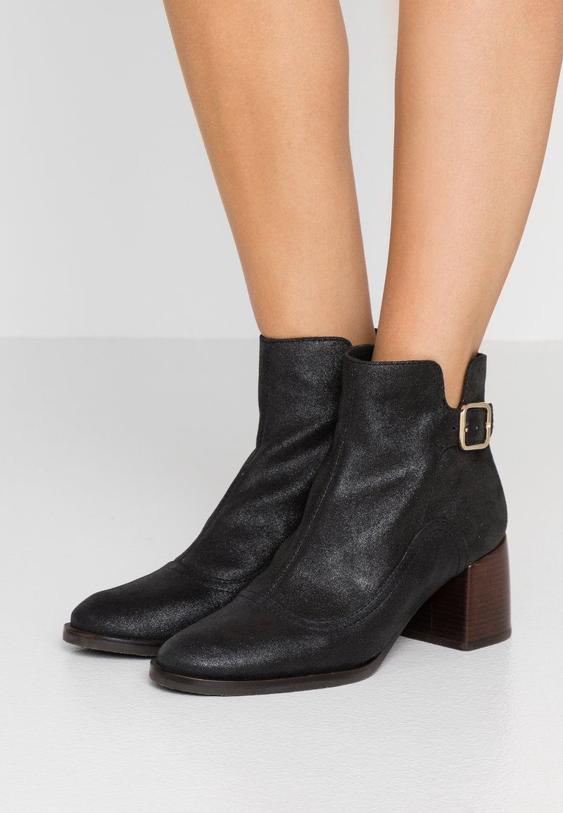 Chie Mihara - Ankle Boot - black