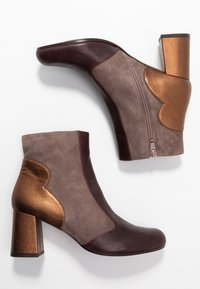 Chie Mihara - MOIRA - Bottines - barna grape/humo/picasso bronce - 3
