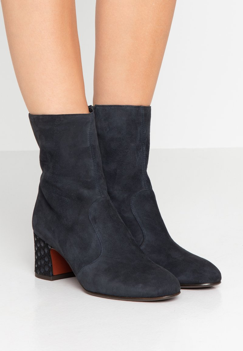 Chie Mihara - NA NAYLON  - Classic ankle boots - pizarra/pluma navy