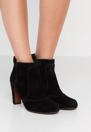 KYRA - Boots à talons - black