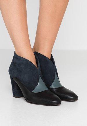 ELGI - Boots à talons - pizarera/storm