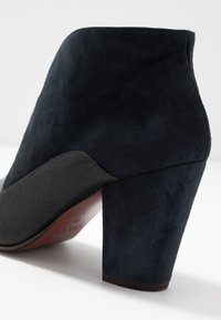 Chie Mihara - ELGI - Boots à talons - pizarera/storm - 2