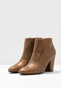Chie Mihara - EL HUBA  - Ankle Boot - gloss bronce - 4