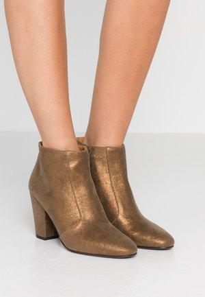 EL HUBA  - Boots à talons - gloss bronce
