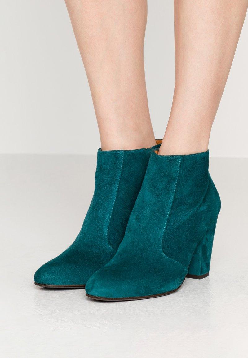 Chie Mihara - EL HUBA  - Ankle boots - ocean