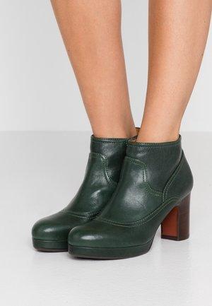 AMEBA - Ankle boot - barna/verde