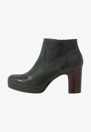 AMEBA - Ankle boots - barna/verde