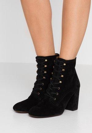 GOLETA - Kotníková obuv na vysokém podpatku - black