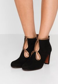 Chie Mihara - KOSPI - Boots à talons - black/picasso bronce - 0