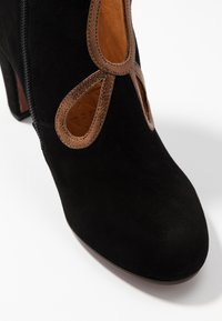 Chie Mihara - KOSPI - Boots à talons - black/picasso bronce - 2