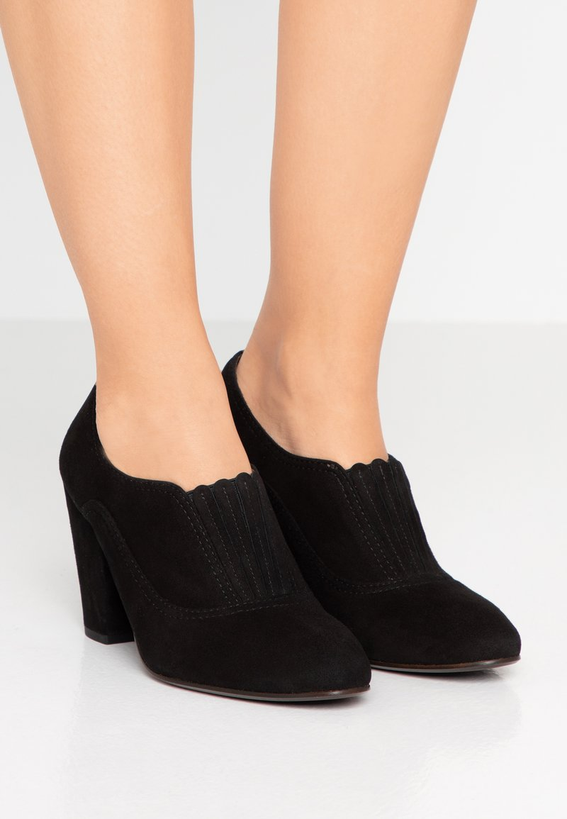 Chie Mihara - ELAUD - Ankle Boot - black