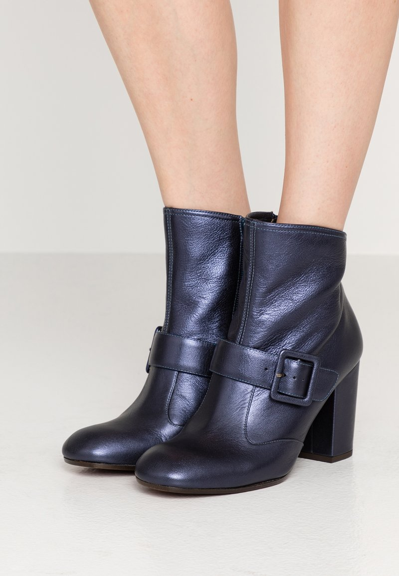 Chie Mihara - GORU - Classic ankle boots - picasso navy