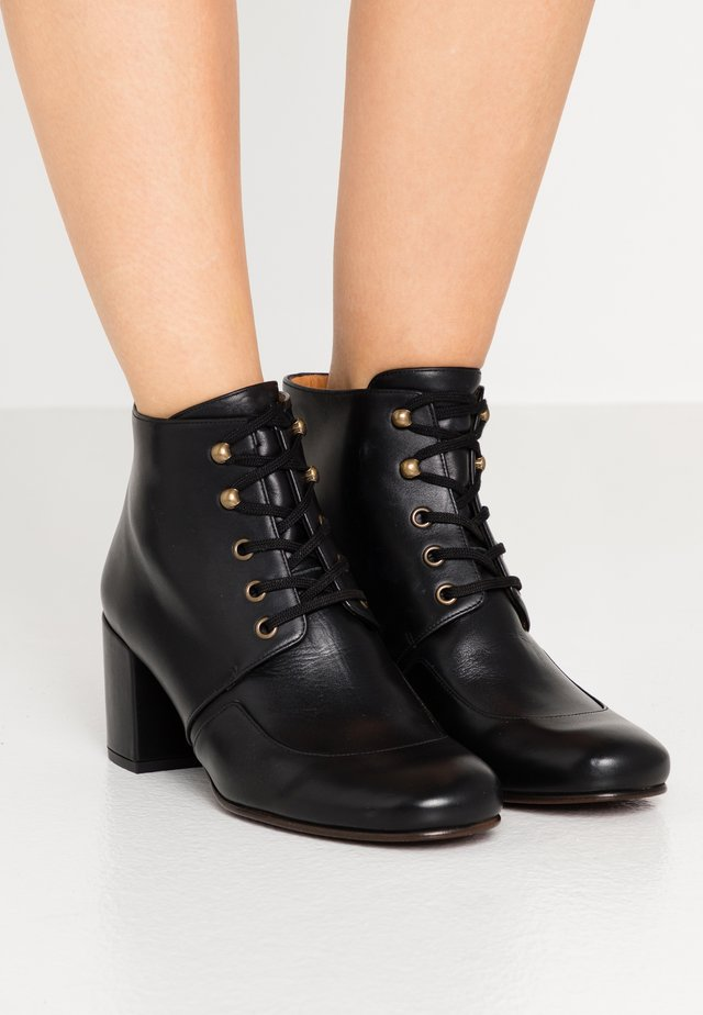 QUAIM - Ankle boots - troka