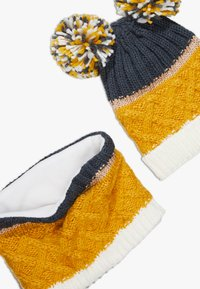 Chipie - HAT SNOOD SET - Sjaal - mustard - 4