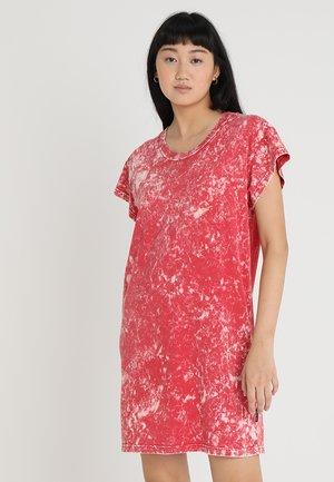 MEDIA WASH DRESS - Vestito di maglina - scarletred