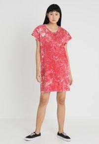 Cheap Monday - MEDIA WASH DRESS - Vestito di maglina - scarletred - 1