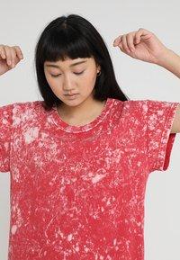 Cheap Monday - MEDIA WASH DRESS - Vestito di maglina - scarletred - 3