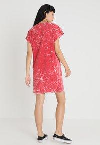 Cheap Monday - MEDIA WASH DRESS - Vestito di maglina - scarletred - 2