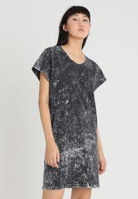 Cheap Monday - MEDIA WASH DRESS - Vestito di maglina - black - 0