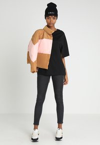 Cheap Monday - UP SLICE TEE - T-shirt con stampa - black - 1